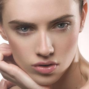 029-Kate-Johns-Make-up-Artist-Natural-Glossy-Lips-beauty1