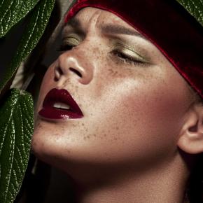 038-Claret-Lips-Freckles-beauty1